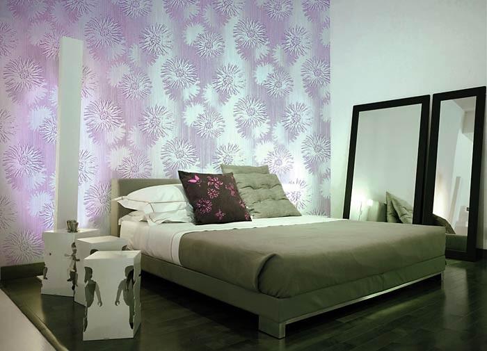 lila tapete schlafzimmer die neuesten innenarchitekturideen. Black Bedroom Furniture Sets. Home Design Ideas