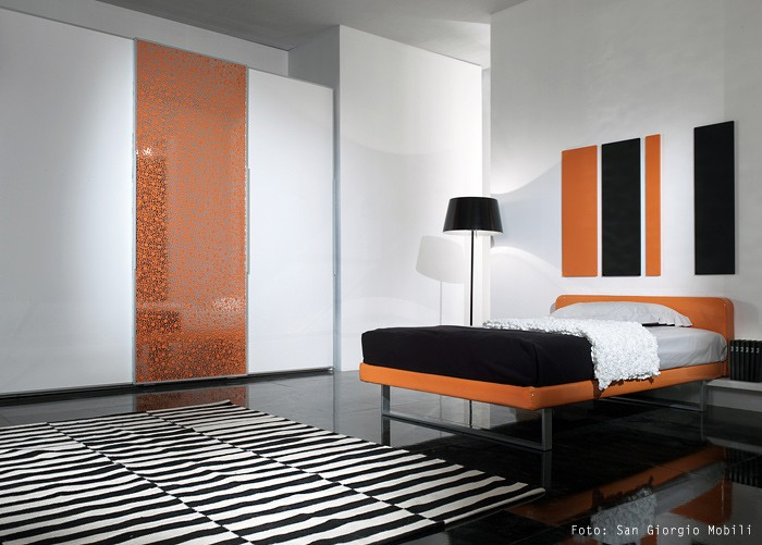 Vliestapeten Trockenzeit : Orange White and Silver Bedroom